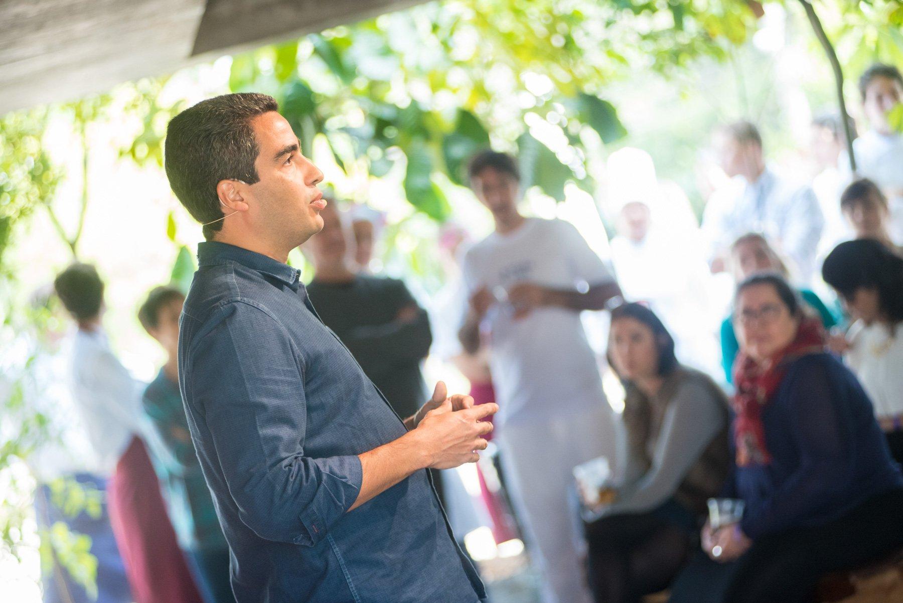 O público assiste a abertura da Experiência 01 com Ricardo Cardim na Feira Viva Ed. de Outono