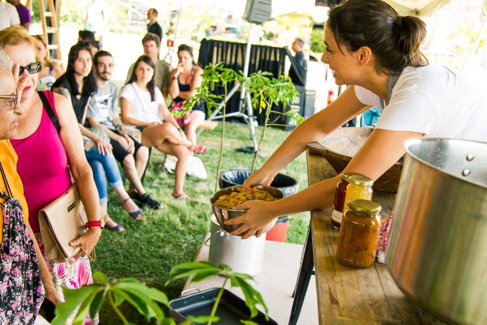 Bel coelho apresenta Jaracatiá ao público na Feira Viva de Verão