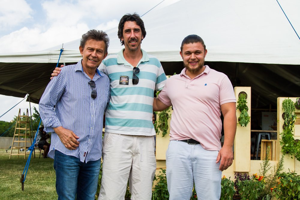 Harri Lorenzi, Patrick Assumpção e o Chef Henrique Nunes, se encontram na entrada da Feira Viva de Verão 2018